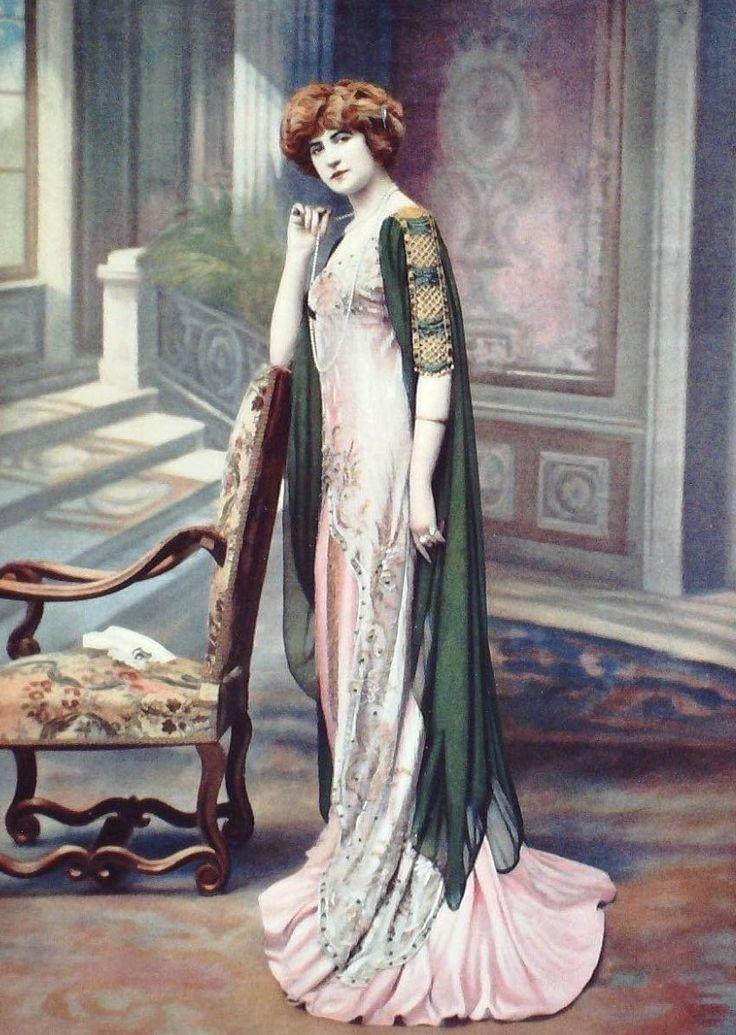 French actress Marcelle Praince, robe du soir Jeanne Margaine-Lacroix, 1909