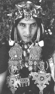 Femme Aït Herbil, Anti-Atlas occidental, Maroc. Photo de Jean Besancenot, 1934/39. Institut du Monde arabe, Paris.