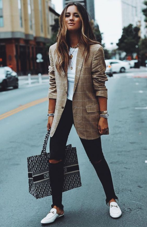 21 Women's Street Style For Teens #outfits #fashion #casualstyle #look