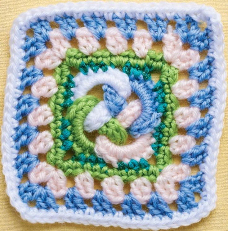Celtic knot granny square Recipe ༺✿ƬⱤღ  https://www.pinterest.com/teretegui/✿༻