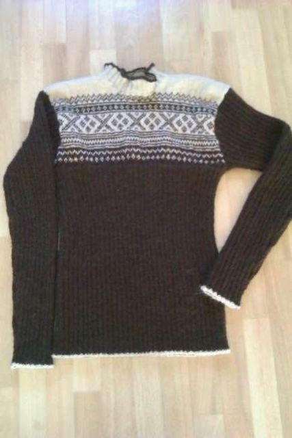 Knitted sweather in Norwegian Setesdals pattern, in alpaca wool.