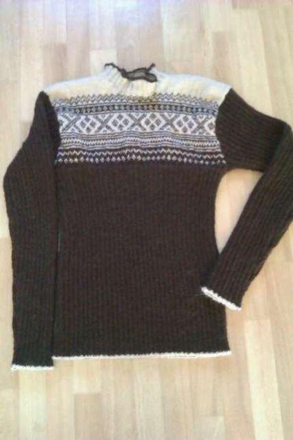 Knitted sweather in Norwegian Setesdals pattern, in alpaca wool.