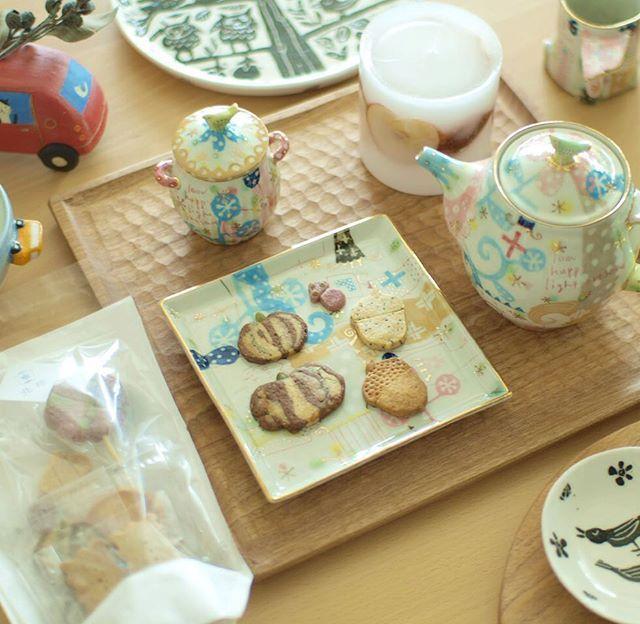 Instagram media by yuhei_21 - 食卓とおやつを飾る器展も残すところあと2日。 おやつの時間をかわいく、素敵に飾る器やキャンドルを どうぞ手に取ってお楽しみください。 北極さんのおやつや魔法珈琲のコーヒー豆もありますよー  #おやつ #雑貨屋そ #fika #北極 #ウエダキヨアキ #大隈美佳 #小沢賢一 #小堤晶子 #スイーツ男子 #甘党男子 #写真部 #カメラ男子