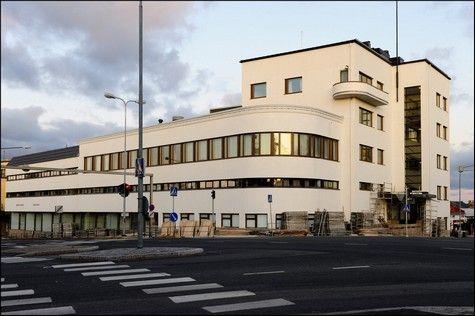 Vaasan opistotalo (Huttunen 1939). Rakennus valmistui alunperin SOK:n konttoriksi.