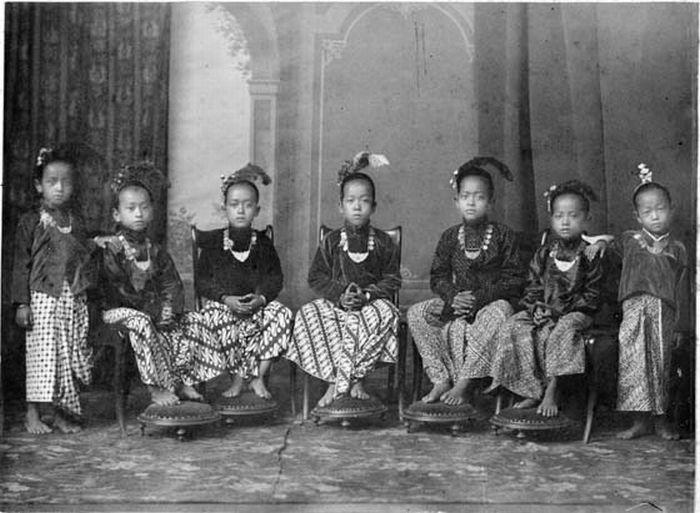 Yogyakarta-Sarong-Culture-Vintage-History  World Cultures -1931