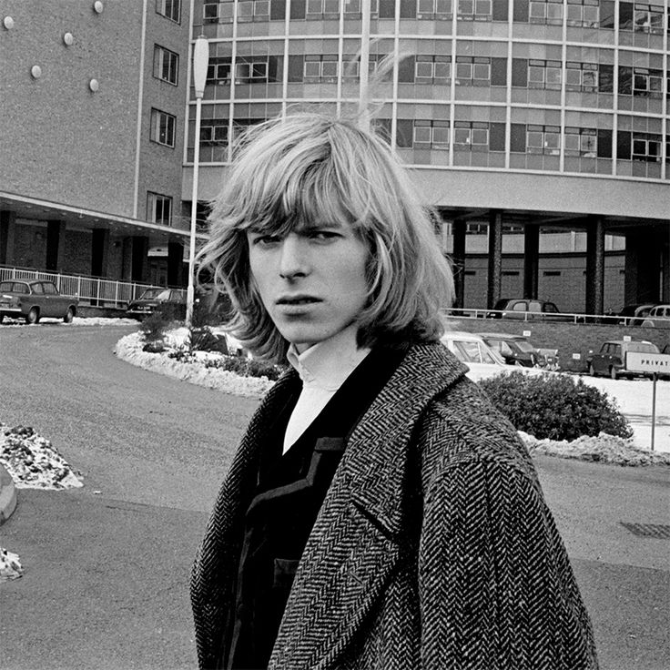 David Bowie pre-Ziggy Stardust with long hair (1965). - Imgur