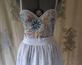 Meadow korzet Svadobné šaty alebo formálne šaty ... Boho náladový lesné korzet krajiny vintage ručne vyšívané ekologicky šetrné