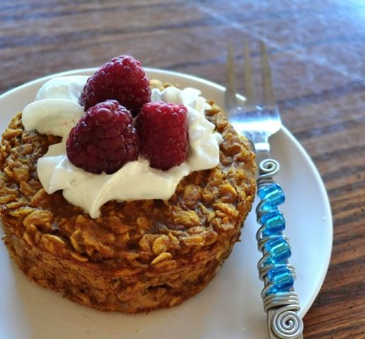 Healthy Vegan baked oatmeal for one- 6 recipes! Pumpkin, Cinnamon, Choc Chip, Banana Bread, Oatmeal Raisin, Coconut. ■Calories: 180* ■Fat: 3 g ■Carbs: 33 g ■Protein: 7 g ■Fiber: 9 g ■ww points (new system): 4 points