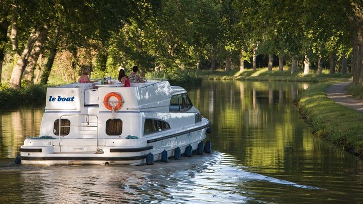 The once-struggling town of Smiths Falls, Ont., took a chance on the marijuana industry, and it paid off. Now the town is betting on luxury canal boat rentals to attract international tourists. Millions of taxpayers' dollars helped sweeten the deal.
