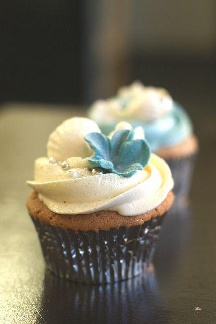 beach theme cupcakes | Beach-Themed Blue & White Wedding Cupcakes | Flickr - Photo Sharing!