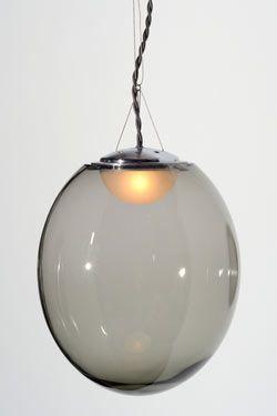 Gris suspension boule cristal soufflé transparent gris petit modèle. Atelier Areti.