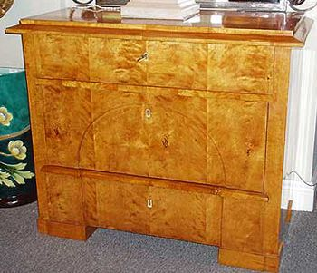 Biedermeier furniture: color