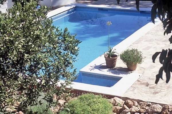 Casa de Orange, een sfeervol Bed & Breakfast, ligt aan de rand van het dorp Alhaurín el Grande, een beetje verscholen achter één van de kerken. De steden Málaga en Marbella, de luchthaven en het strand liggen op een half uur rijden en culturele hoogtepunten in bijvoorbeeld Ronda of Granada zijn slechts anderhalf uur verwijderd. Een ideaal middelpunt dus om Andalusië te ontdekken.