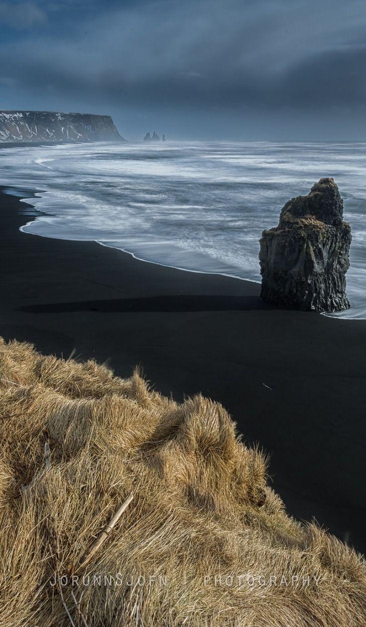 Reynisfjara Beach, Dyrhólaey Peninsula, South Iceland (near the village of Vík).  The basalt columns and Reynisdrangar sea stacks are in the background✔️