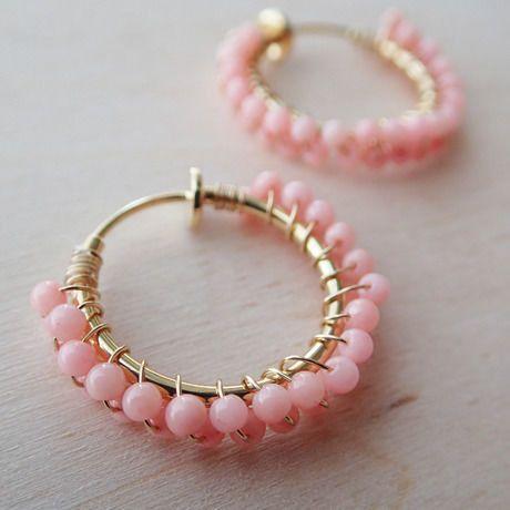 ピンクコーラルのフープイヤリング | Holiday jewelry