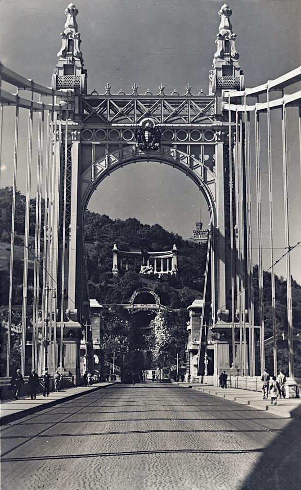 Az Erzsébet híd a harmicas években. (kép: fortepan.hu, 76659)