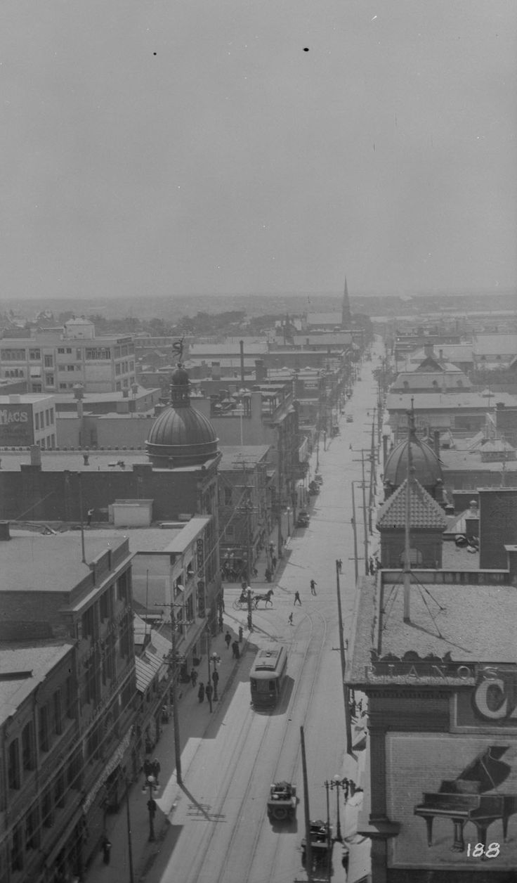 Online MIKAN no. 3326053  Bank Street, Ottawa, Ont.  1910-1915