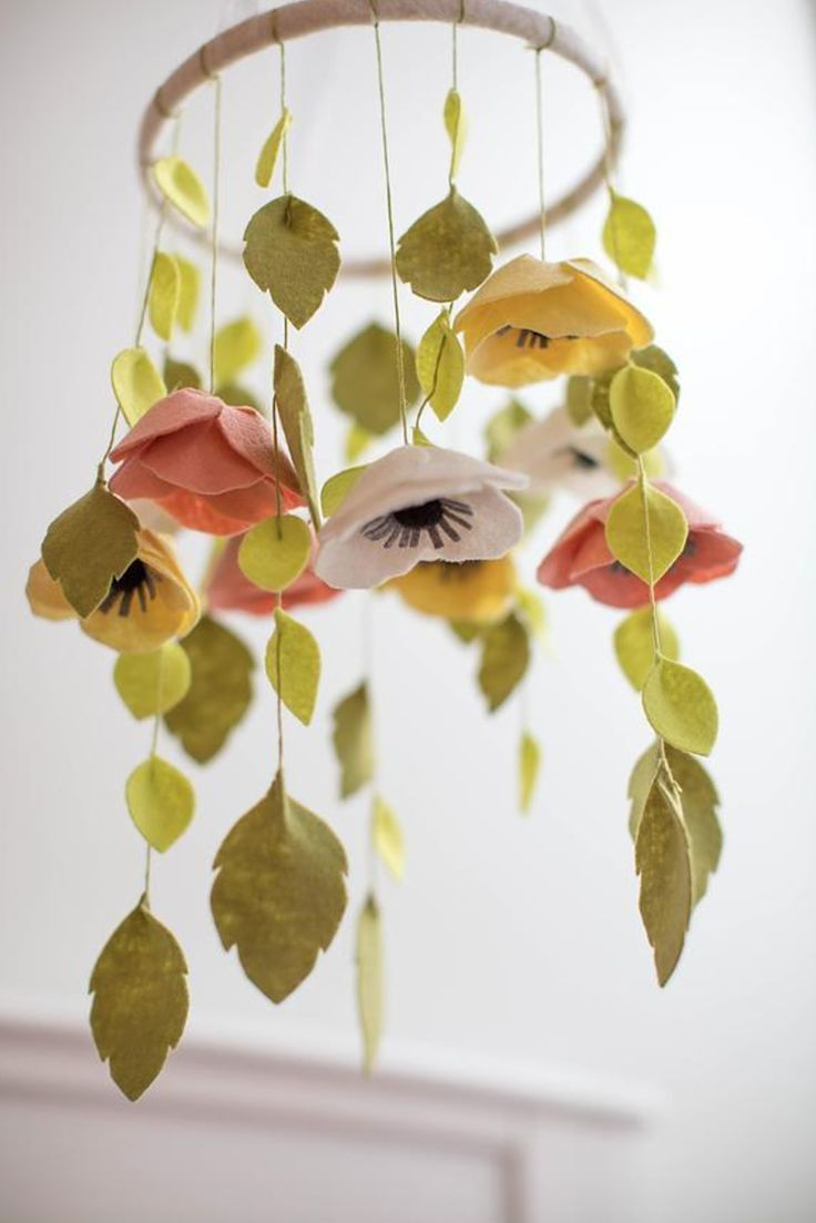 Best 25 flower mobile ideas on pinterest flower for Diy felt flower mobile