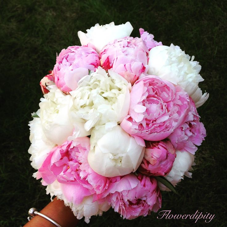 Peonies bride bouquet #flowerdipity #peonies #bride #bouquet
