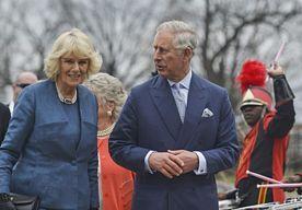 14-May-2015 9:36 - IERSE POLITIE VOORKOMT AANSLAG OP CHARLES. De Ierse politie heeft zes mannen aangehouden die mogelijk een aanslag wilden plegen op de Britse prins Charles en zijn vrouw Camilla, tijdens hun bezoek volgende week aan Ierland. Bij in totaal twintig huiszoekingen in het hele land werden explosieven en pistolen aangetroffen…...