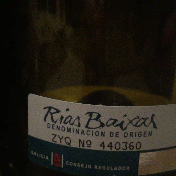 Noches de #lunes noches de vinos #riasbaixas #ribeiro #verdejo #raulperez #lugo #riberadelduero  #nosgustaelvino #nosgustacomer  @masqtinto http://misstagram.com/ipost/1566293843379544167/?code=BW8l_O0hOBn