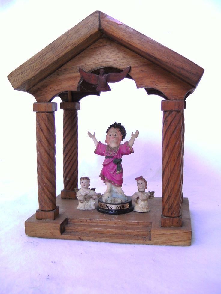 Trabajo en miniatura para una imagen del Divino Niño, totalmente hecho a mano en tamaño escala. Panamá