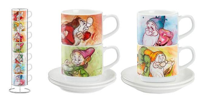 """SET TAZZINE CAFFE' """"I 7 Nani"""" - Disney - EGAN s.r.l.  Set n° 7 tazzine in ceramica.  Altezza: 5.7cm Vollume: 20cl  Porta tazzine in metallo e piattini non inclusi.  Porta tazzine in metallo non incluso."""