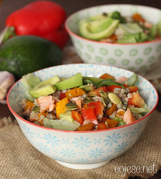 355 zdrowych przepisów dla Ciebie: szybko, smacznie i tanio!: Szybki obiad: kasza z wędzonym łososiem, dynią i awokado