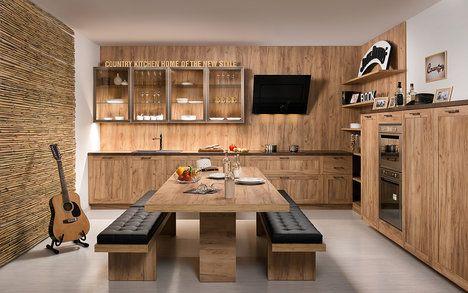 Místo židlí lavice. Tak vypadá navržený koncept s názvem Country. Tento bohémský styl má rád dřevo, v tomto případě v barvě zlatého dubu, jehož medová barva dává interiéru hřejivý podtón, cena k doptání u prodejce; HANÁK NÁBYTEK