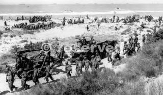 sicilia gela-TROOPS ON THE BEACH.