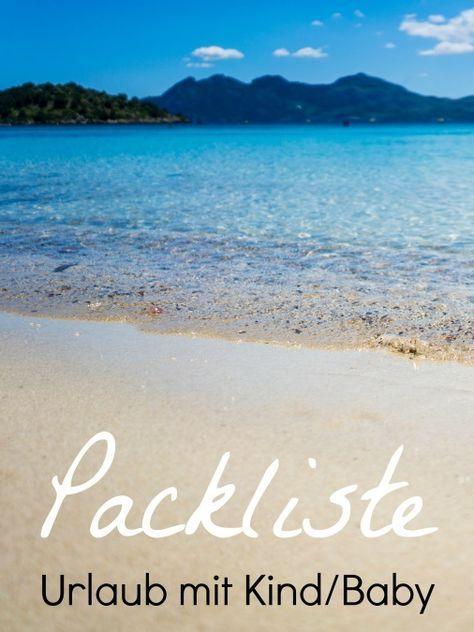 """Mit der Zeit hat sich eine Packliste in unserer Familie entwickelt und etabliert, die ich euch natürlich nicht vorenthalten möchte. Sie ist gedacht für den Urlaub im """"Warmen"""" mit Kindern und/oder Baby! Egal ob Frühlingswochenende im Elsass, Sommerferien auf Mallorca oder Überwinterung auf Bali! Packliste Urlaub mit Kind Baby Reise Koffer"""