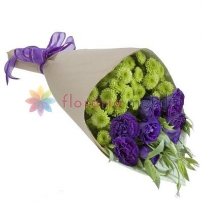 buchet de flori cu santini si lisianthus