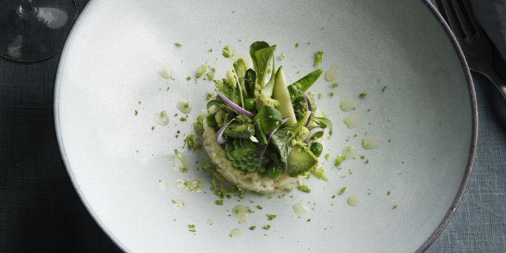Deze frisse rijstsalade van chef-kok Jonathan Zandbergen is top als het buiten lekker weer is, en je geen zin hebt om uren in de keuken te staan.&...