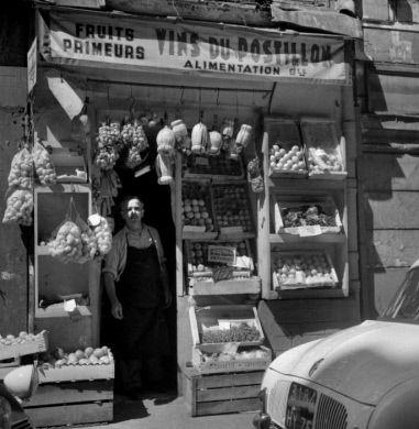 Epicerie italienne, rue de Montpensier. Paris (Ier arr.), août 1959.