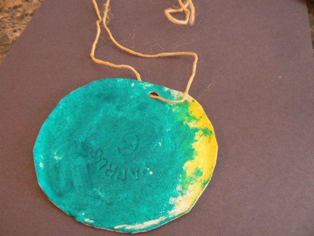 Médaille olympique en bricolage pour les enfants d'âge préscolaire. Les enfants seront fiers de cette belle médaille créative.