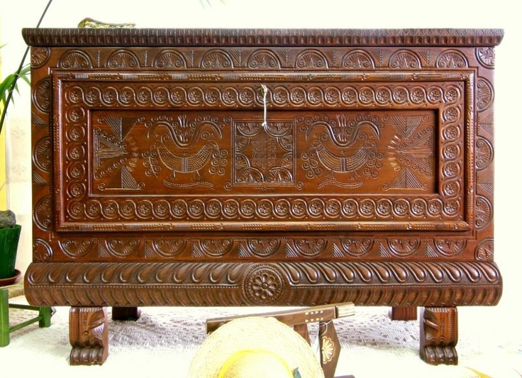 """Artistic Chest with """" Brand Doc"""" Handmade, in Chesnut solid-wood, notched by hands with tipical traditional Drawnings of Sardinia.It entirely reproduces the first Years' of '900 Chest.Dark walnut coloured with water Colours and the """"Brand Doc"""" of the Island. #artigianato #madeinitaly #cassapanca #chest"""