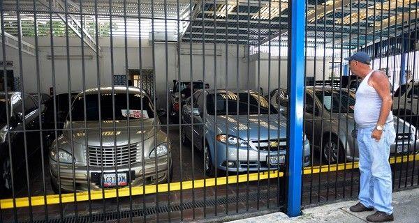 En los últimos 10 meses, los vehículos usados han tenido un aumento de hasta más de 500%, debido a la crisis económica que vive el país. Lissette Escudero