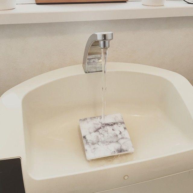 キャンドゥのタイルでタンク付きトイレの洗面ボウルをワンランクアップ