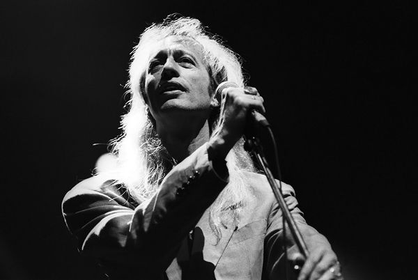 okay my favorite people need to stop dying...Robin Gibb, Bee Gees Co-Founder, Dead at 62 | Music News | Rolling Stone