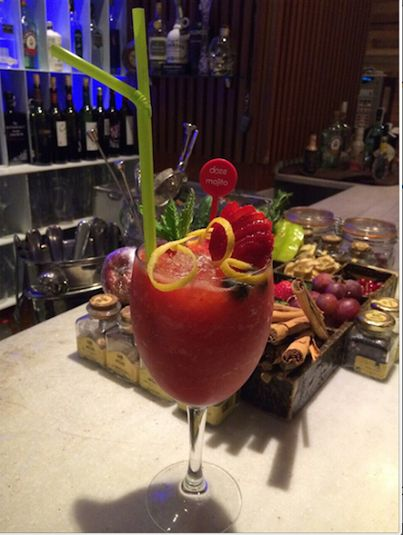 #SaturdayNight La primera copa se toma en #DOZEPremiumBar. ¡Y a disfrutarrrr!