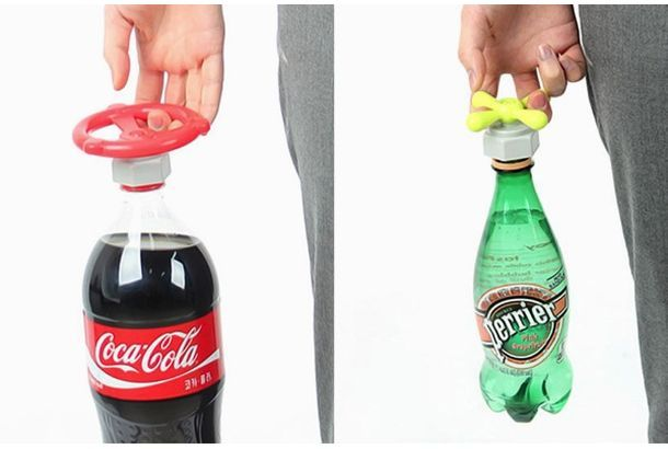 ペットボトルのキャップに取り付ける可愛らしいキャップが、クラウドファンディングINDIEGOGOで資金調達中です。その名も「Sodavalve」、ペットボトルのフタが開けやすくなるアタッチメントです。水道管や蛇口のハンドルのようなデザイン。ちょっとだけ、好きな飲み物が水道になったような気分になってきます。最近はキャラクターグッズとしてボトルキャップが販売されているのを見かけますが、取り付けたキャラ...