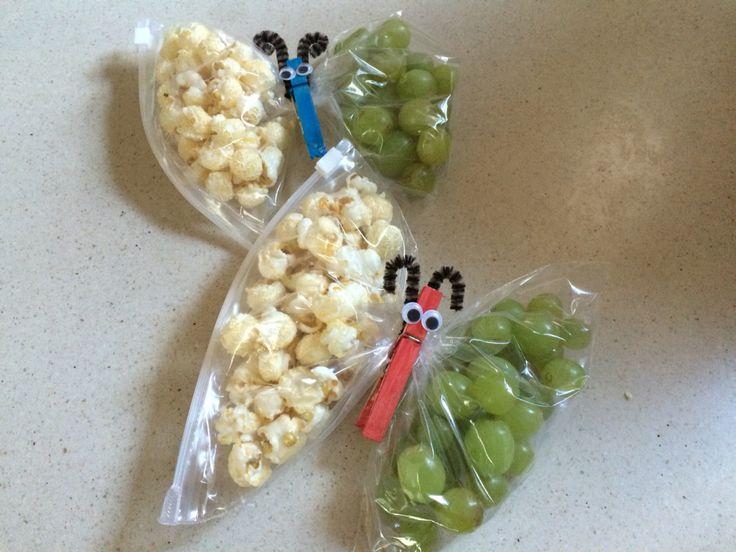 Vlinders met popcorn en druiven