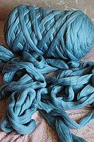 Крупная шерстяная пряжа 100% шерсть мериноса для вязания пледов, кардиганов и пр. Топс.