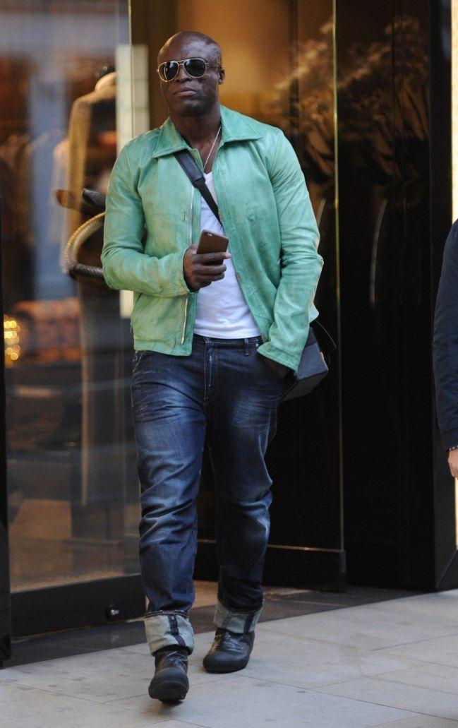 Los vaqueros son la prenda estrella en el armario de miles de personas alrededor del mundo. #hombres #vaqueros #sexys #guapos #ellos #moda