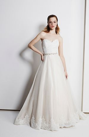 Henry Roth :: Sweetheart A-Line Wedding Dress  with Natural Waist in Alencon Lace. Bridal Gown Style Number:32987497