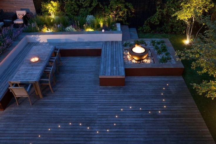 terrasse en composite décorée de fibre optique et vasque à feu