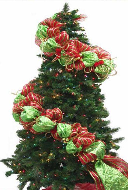 Fantastic mesh garland!: Mesh Garlands, Front Doors, Mesh Net, Christmas Decor, Christmas Garlands, Christmas Trees, Deco Mesh, Mesh Ribbons, Ribbons Garlands