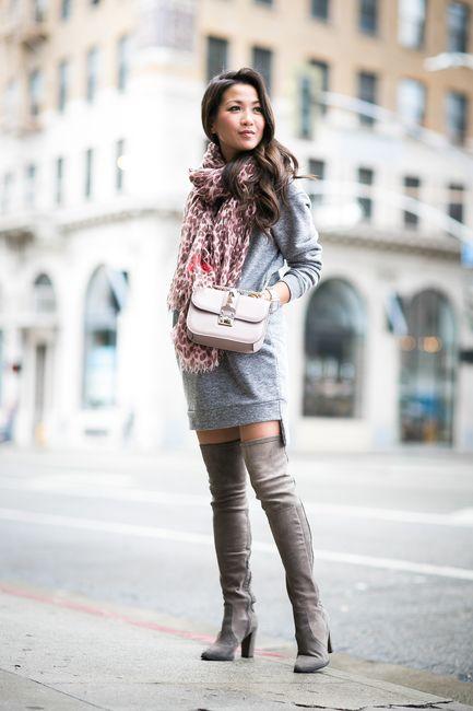 Wendy Nguyen lleva un vestido de suéter gris pálido de Glamorous: