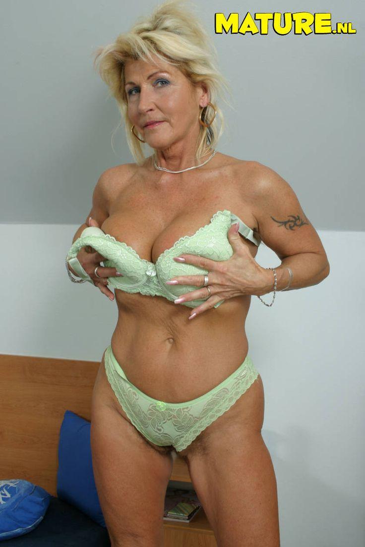 Renata Mature 32