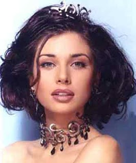 Lisa Ray... God spent a fair amount of time on this woman :)